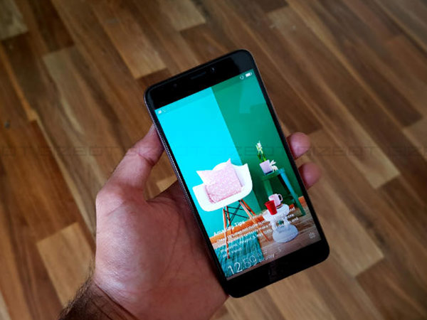Display: 6-inch Full HD screen is bright and vivid