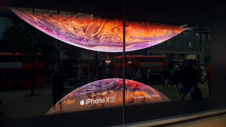 Apple Watch Series 4, iPhone XS motion displays decorate ...